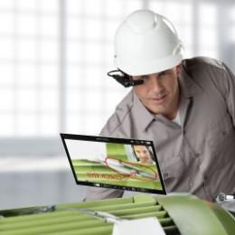 Ab sofort verfügbar: Erste Windows-basierte Workflow-Lösungen für den Toshiba dynaEdge mit Assisted Reality-Datenbrille