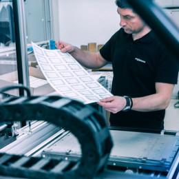 Axess: Umstellung auf Home-Working sichert Arbeitsplätze – Werk produziert unter strengen Vorgaben für wichtige Großprojekte