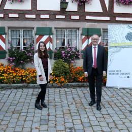 Manfred Krupp, Intendant des hr und Schirmherr 2020,übergibt den ersten Preis für einen großen Forschungserfolg bei der Videokompression (FOTO)
